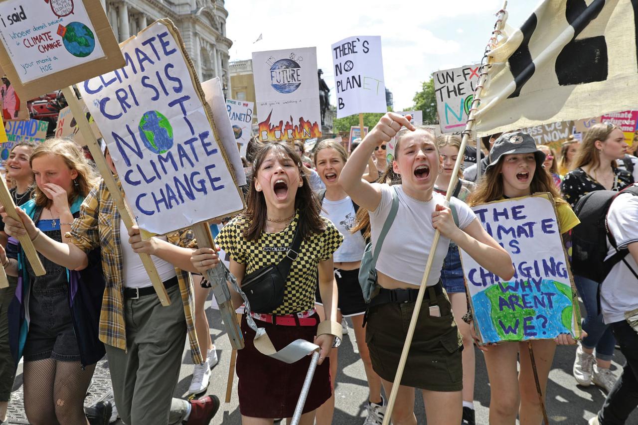 Jól is teszik a fiatalok, hogy aggódnak a jövőjükért! A felnőtteknek is kellene!